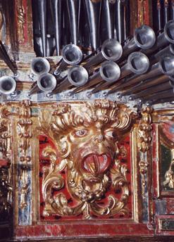 Demonio tallado en el mueble del órgano. Santoyo. Palencia_Aida Acitores