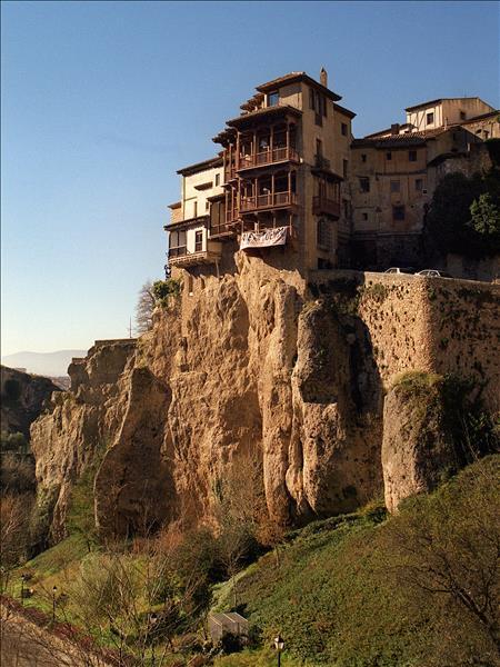 Castilla la mancha quiere que las casas colgadas sean bien for Canal castilla la mancha