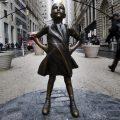 La 'Niña sin miedo' no quiere dejar Wall Street
