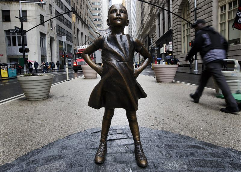 Estatua de la 'Niña sin miedo' frente a la sede de Wall Street
