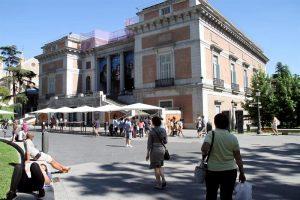 Los museos de Madrid se preparan para la noche del 20 de mayo. Fachada del Prado, Madrid. EFE.