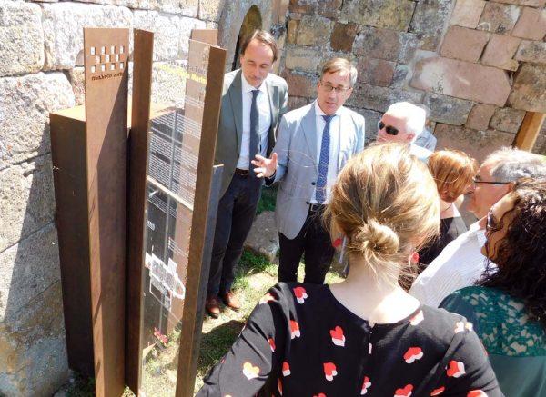 Un momento de la visita realizada a la iglesia de Villanueva de la Torre