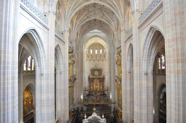 Imágenes del nuevo altar mayor de la catedral de Segovia.