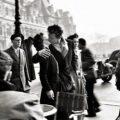 """Bruselas redescubre a Doisneau, el fotógrafo del polémico """"Beso"""" de París"""