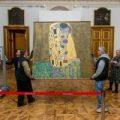 Viena se llena de besos, dorados y erotismo para recordar a Klimt