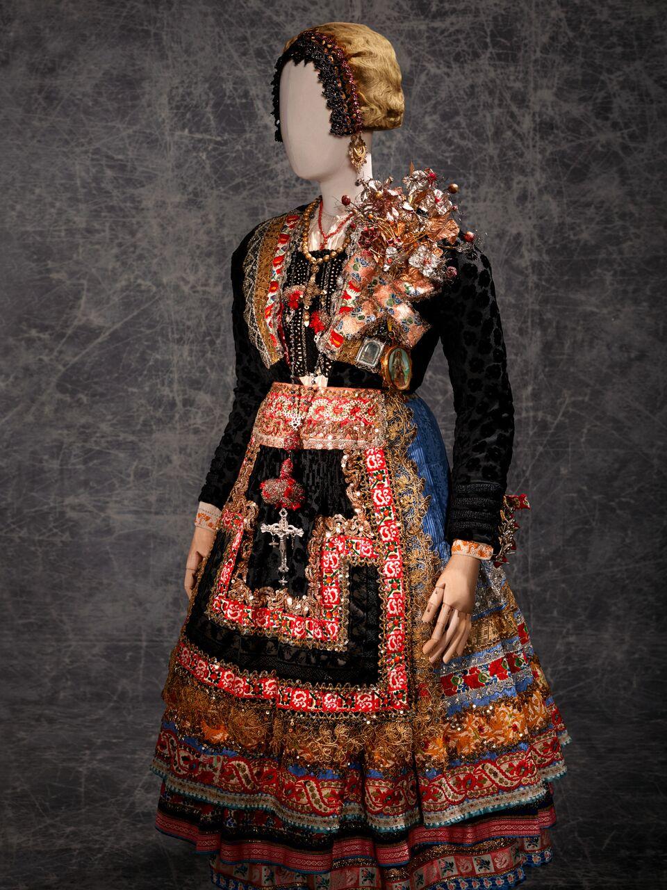 b39c74146b85 El Museo del Traje de Madrid ofrece una nueva mirada a la ...