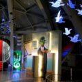 El Atomium celebra sus 60 años con una exposición en 3D de René Magritte