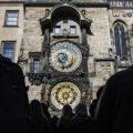 El reloj astronómico de Praga vuelve a sonar tras nueve meses de restauración