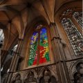 David Hockney firma una vidriera dedicada a Isabel II en abadía de Westminster