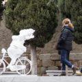 Las esculturas del artista chino Xu Hongfei comienzan a 'poblar' el centro de Salamanca