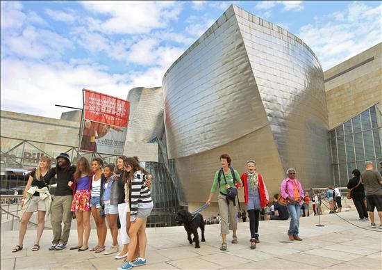 Guggenheim Bilbao- Exterior- Visitantes- EFE- 28062013
