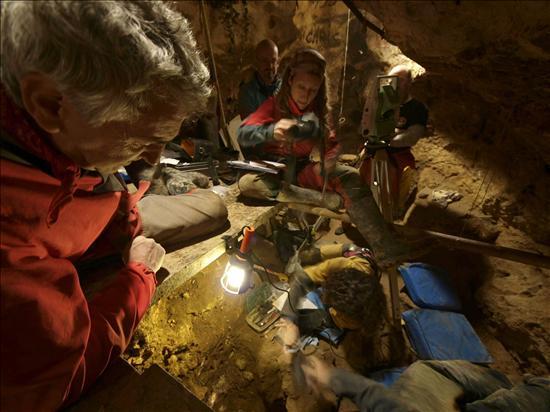 Atapuerca- ADN Osos- EFE- 10092013
