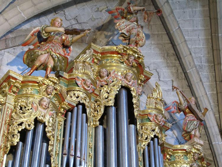 Ángeles que coronan el órgano de Santoyo. Palencia_Aida Acitores
