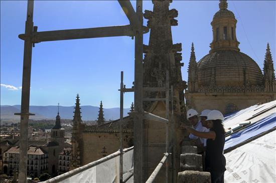 Catedral Segovia- Cubiertas- EFE- 30082014