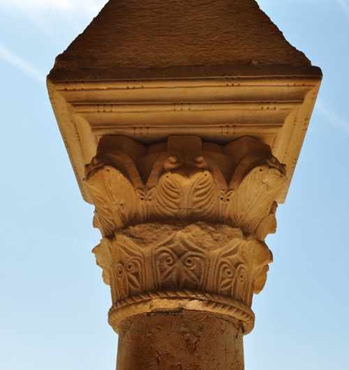 capitel pórtico, San Miguel de Escalada, León
