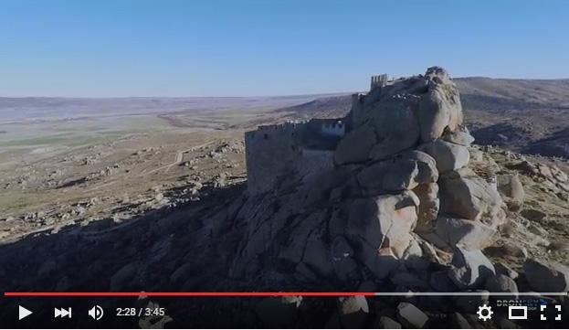 fotograma vídeo castillo de Manqueospese