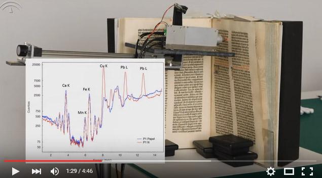 Fotograma restauración biblia Gutenberg