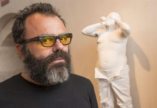El escultor español Bernardí Roig