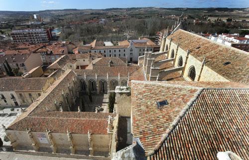 500 a–os de la finalizaci—n de la catedrald de Palencia Claustro y nave de la catedral de Palencia construida entre 1485 y 1516
