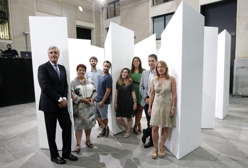 El alcalde de çvila, JosŽ Luis Rivas y la alcaldesa de Segovia, Clara Luquero junto con los artistas participantes en el proyecto Laberentinos L'ricos para el grupo de Ciudades Patrimonio de la Humanidad.
