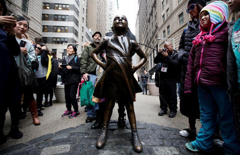 """La estatua de la """"Niña sin miedo"""""""