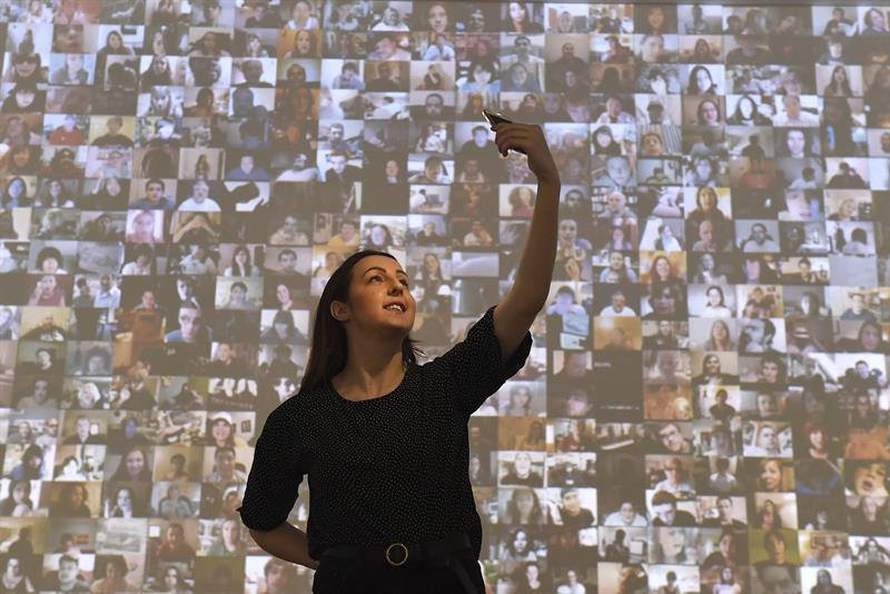 xposición que muestra el selfi como un arte en la Galería Saatchi en Londres.