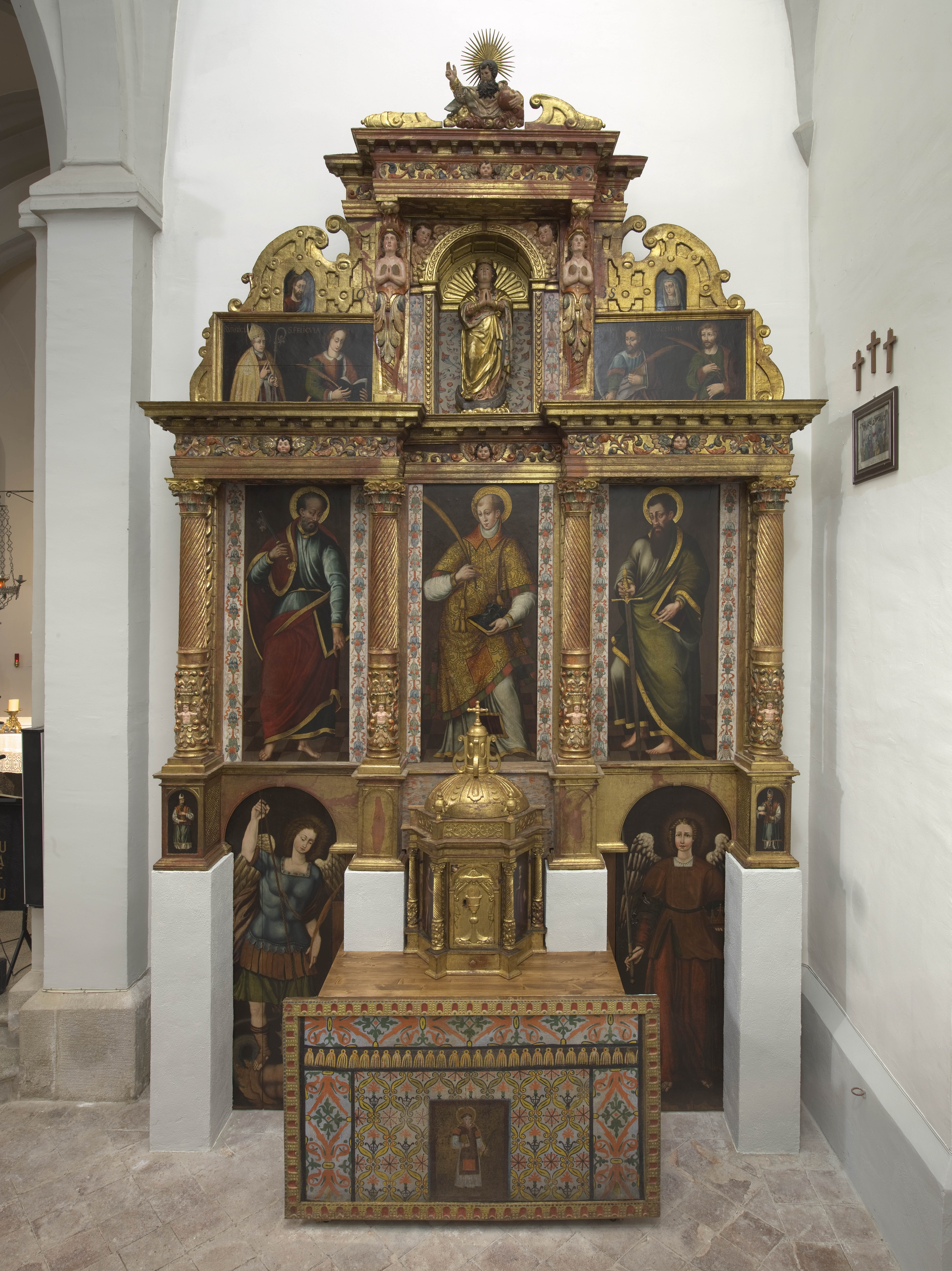 Retablo de Sant Esteve, exposat actualment a l'església de Sant Sadurní de Montmajor.