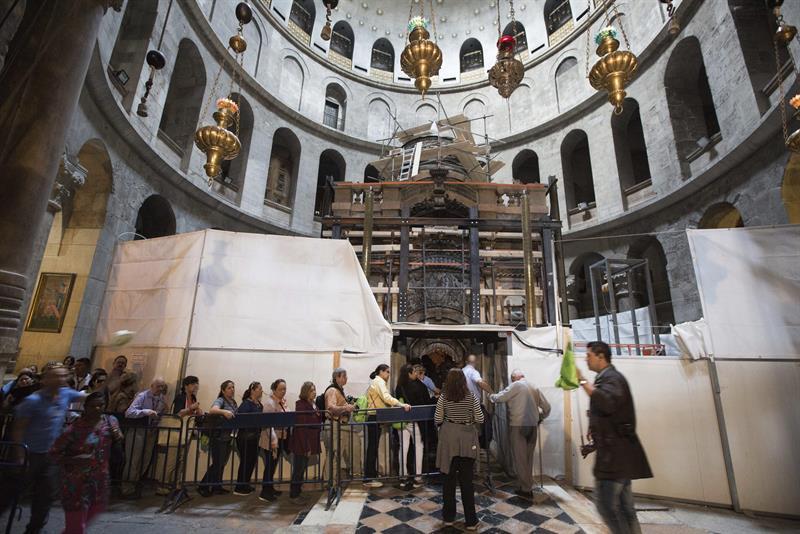 interior de la iglesia del Santo Sepulcro en Jerusalén