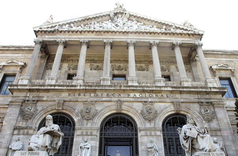 Fotografía de archivo de la fachada de la Biblioteca Nacional, centro de Madrid. EFE.