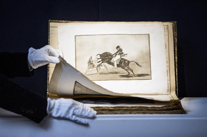 """Primera edición de la serie """"La Tauromaquia"""" (1816), del pintor español Francisco de Goya, que alcanzaron hoy 512.750 libras (641.635 dólares) en una puja en esta casa londinense."""