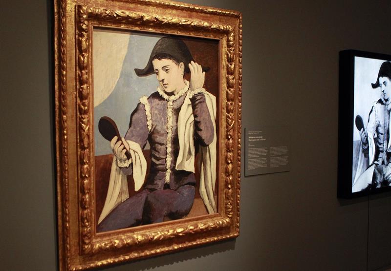 """""""Arlequín con espejo"""" que Picasso pintó hace 94 años y de la que ahora el Museo Thyssen Bornemisza, tras un exhaustivo estudio, desvela aspectos como las rectificaciones que hizo, su forma de concebir la obra o la composición de los materiales."""