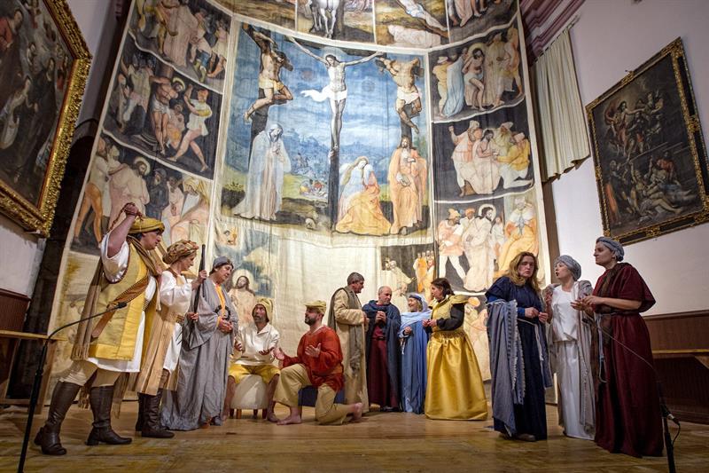 Lienzo policromado de 11 metros de altura con escenas de la vida de Cristo atribuida a un pintor flamenco del siglo XVI.