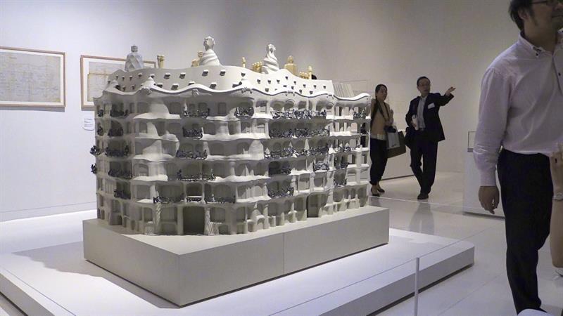 Maqueta de la Casa Milá, conocida como La Pedrera, en una exposición sobre Gaudí.
