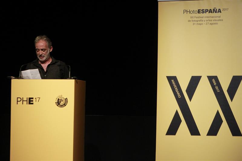 El Premio Nacional de Fotografía Alberto García-Alix, durante la presentación de la muestra.