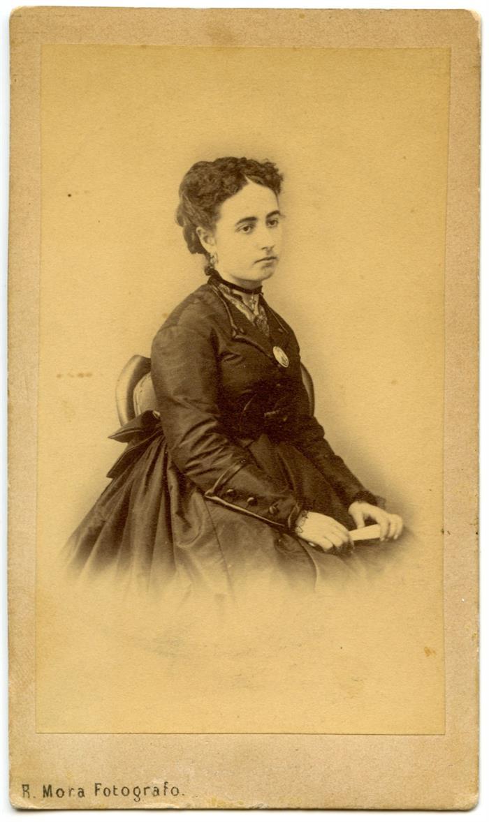 Cristina Vegas Garro, una de las fotografías de dos jóvenes mujeres realizadas en Toledo hacia el año 1870.