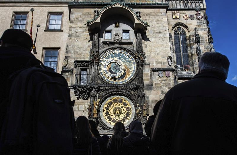 Inician los preparativos para restaurar el famoso reloj astronómico de Praga