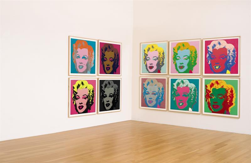 Fotografía cedida por la casa de subastas Sotheby's de diez de las célebres serigrafías del retrato de Marilyn Monroe.