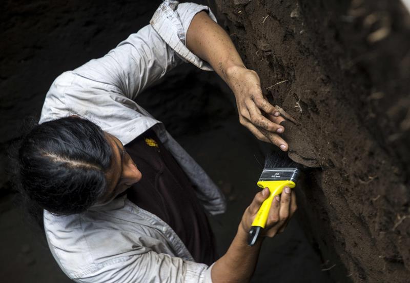 Un arqueólogo dentro de una excavación en León Viejo, en las ruinas de la ciudad más antigua de Nicaragua