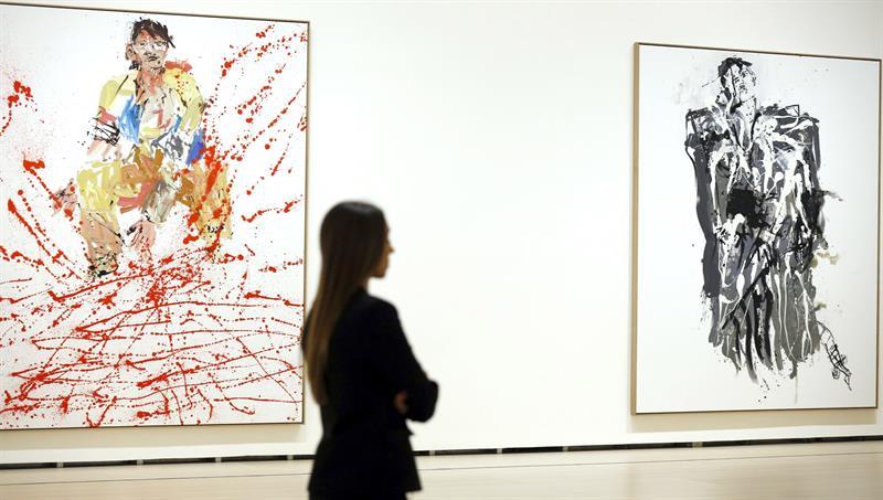 Los cuadros 'Moderner Maler' (i), 2007, y 'Modell War Ein Roter' (d), que forman parte de la exposición monográfica que el Museo Guggenheim Bilbao