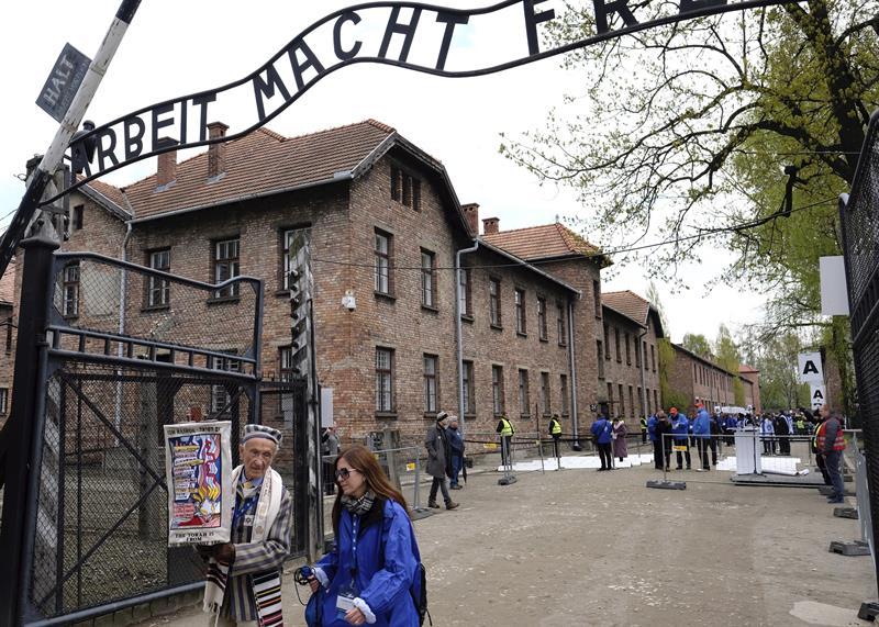 entrada al antiguo campo de exterminio nazi de Auschwitz-Birkenau (sur de Polonia). EFE