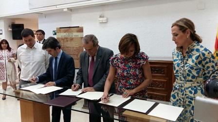 Los representantes del CSIC, el Gobierno de Aragón y el Ayuntamiento de Huesca durante la firma de los convenios.