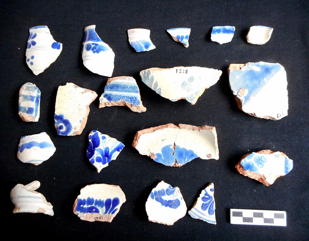 Fragmentos de mayólica. Foto Proyecto SAFSCC_INAH