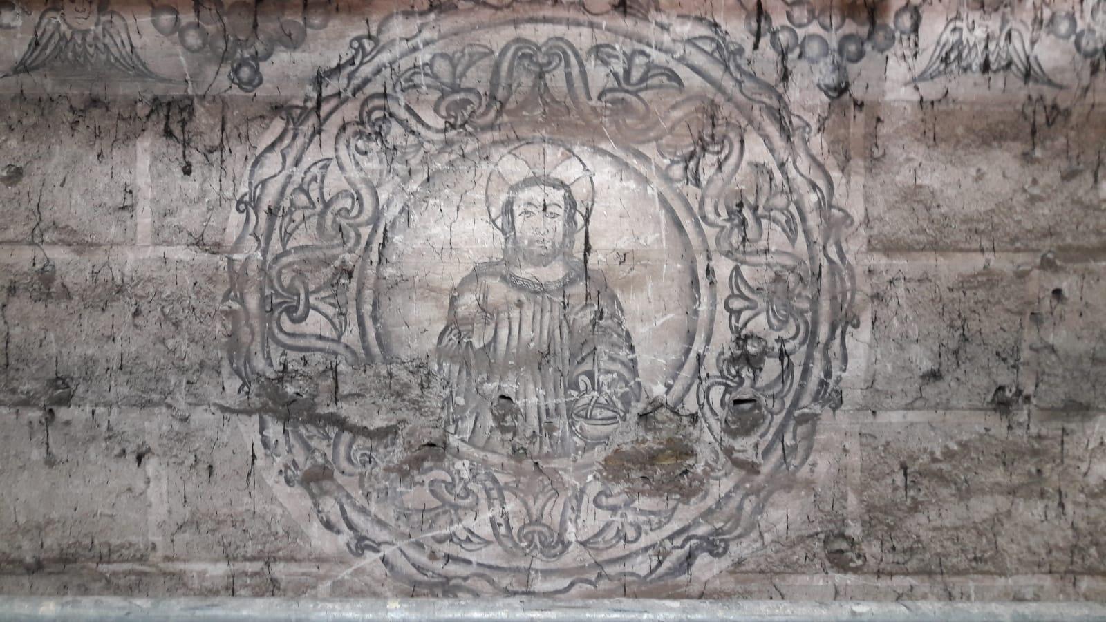 La restauración del monasterio de San Vicente do Pino saca a la luz unas pinturas murales